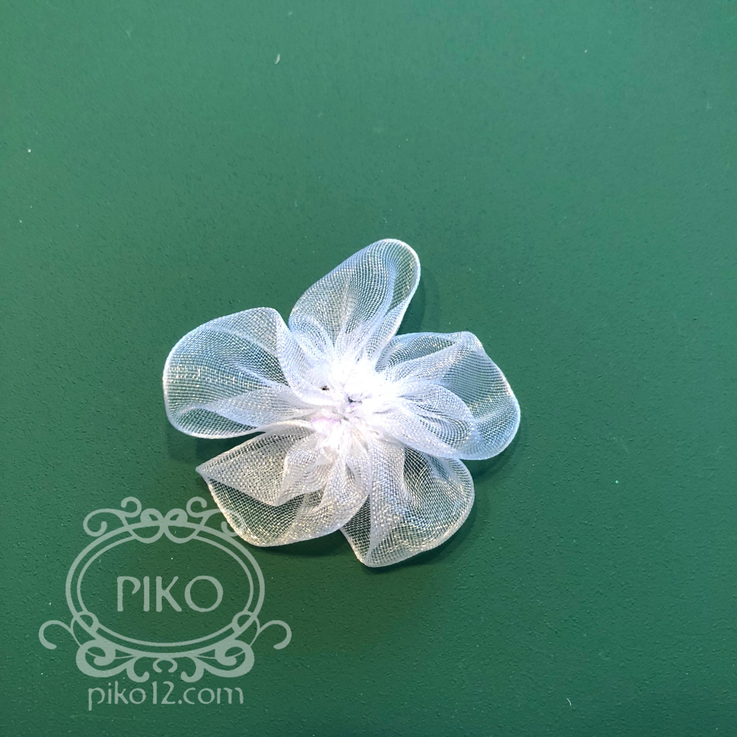 オーガンジーリボンで作る小さな花